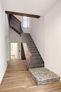 Innentreppe, Stahl-Design, Holzhandlauf, modern