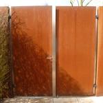 zweiflügelige Tür aus Cortenstahl P1050699
